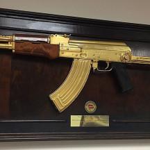 «Комсомолка» нашла в Пентагоне пропавший золотой автомат Калашникова Саддама Хусейна