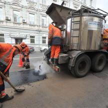 Госдума повысила дорожникам штрафы за ямы