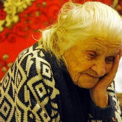 Давайте установим ответственность за обман стариков