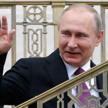 Встреча с Путиным Макрону очень нужна, потому что на международной арене он пока никто
