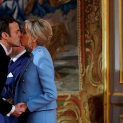 Против предложения представить жену президента Франции официально Первой леди подписали петицию 175 тысяч французов