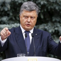Порошенко подписал скандальный закон о реинтеграции Донбасса
