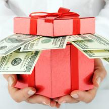 Как и сколько тратить денег в праздники: 8 марта, день рождения, годовщина и в другие?