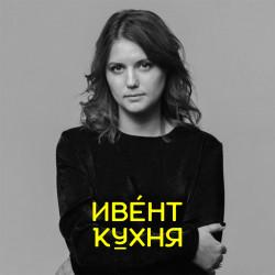 Надя Макова — образование и развитие в индустрии коммуникаций