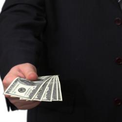 Кто эффективнее в вопросе взыскания долгов