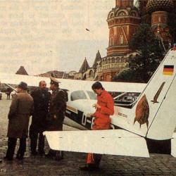 #44.Немецкий самолет на красной площади.